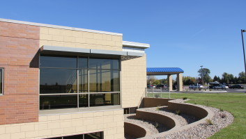 View Slide :: Children's Health Center Mankato Exterior
